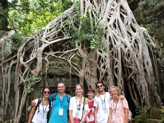 José María y su familia en Camboya