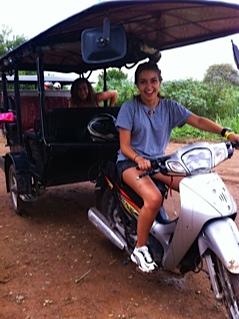 Marta y Blanca en Camboya