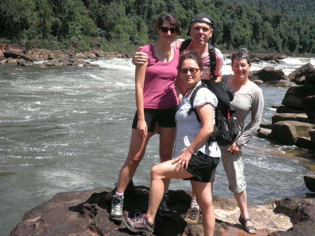 María, Stefan Carmen y Olaya en su viaje a Camboya