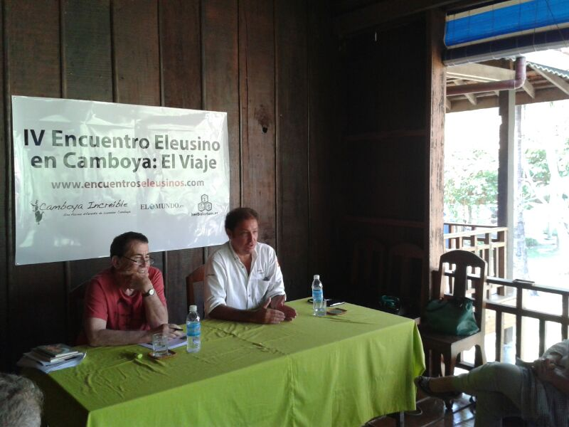 Fernando Sánchez Dragó en Camboya