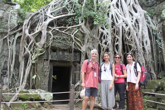 Enric, Helena, Silvia y Montse en Camboya
