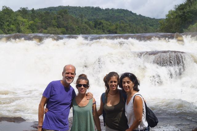 Jose Luis y su familia en Camboya