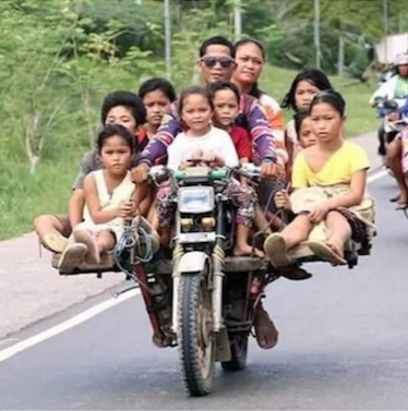 Camboya, 10 en una moto