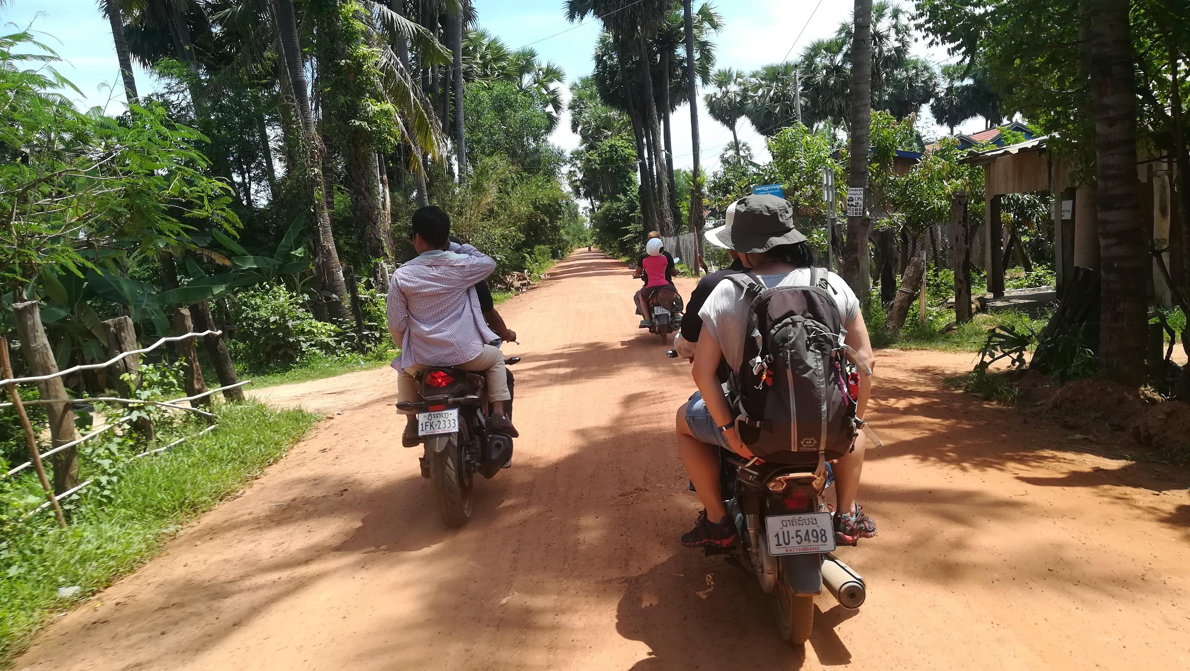 Jordi, Toni y Cèlia en Camboya