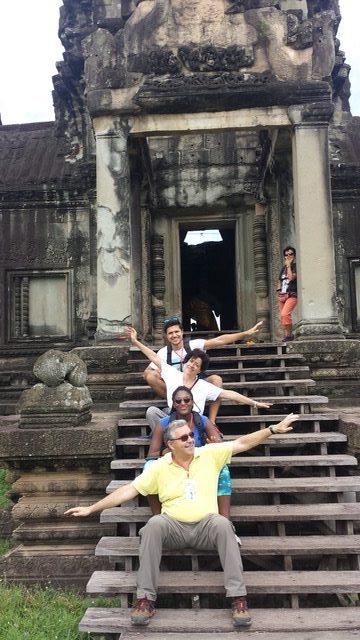Manuel y su familia en Camboya
