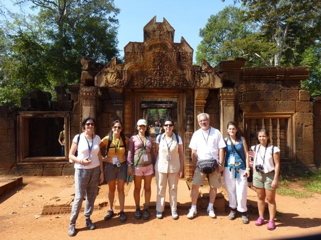 Ana y sus amigos en camboya