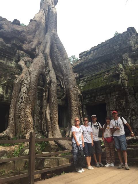 Inma y su familia en Camboya