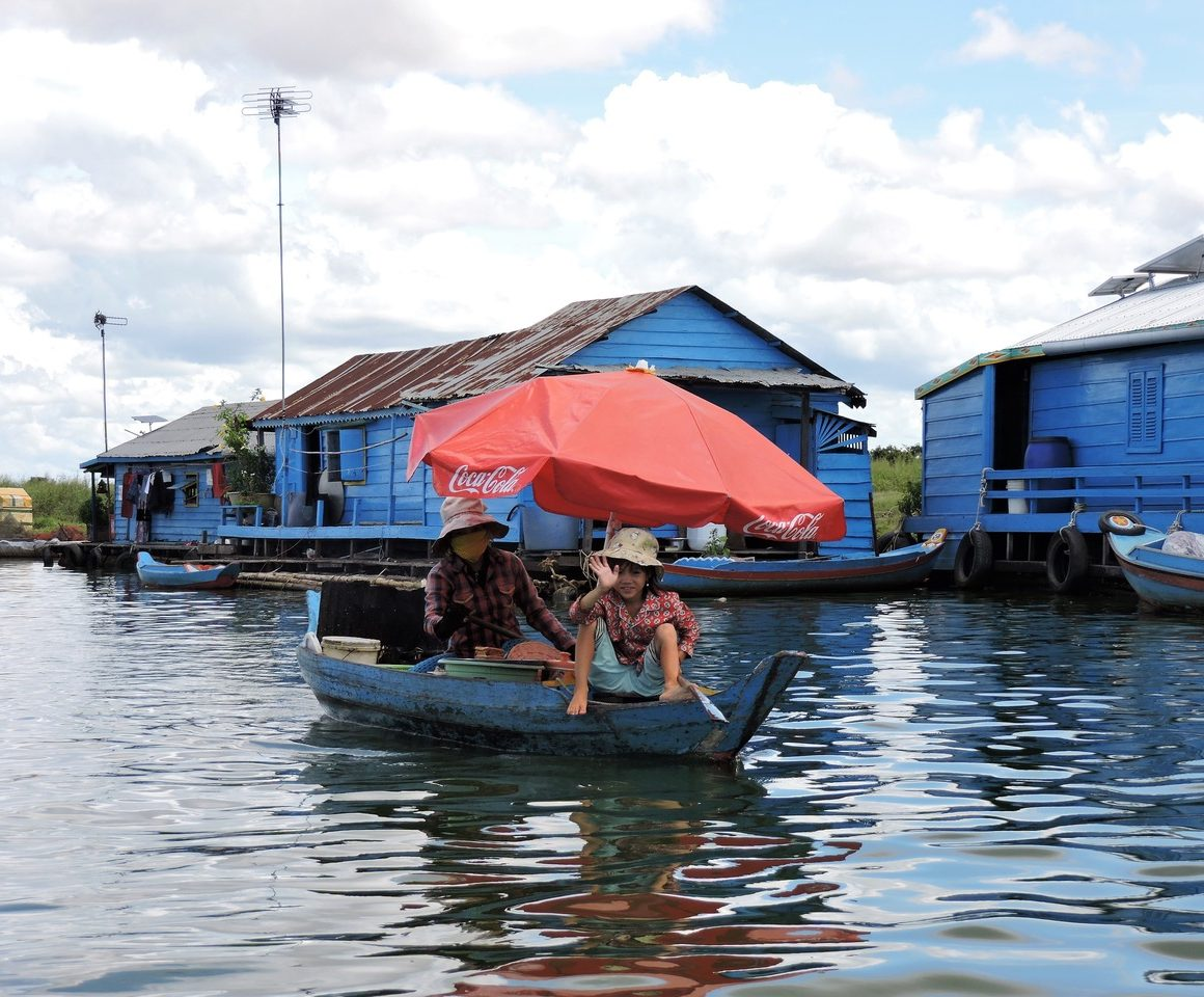 Mercedes, Edu, Ramiro y Curro en Camboya