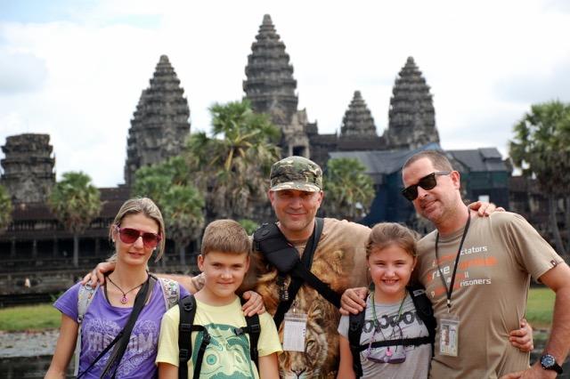 Xenia y familia en Camboya
