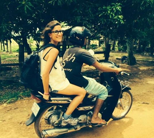 Aida e Isaias en su viaje a Camboya