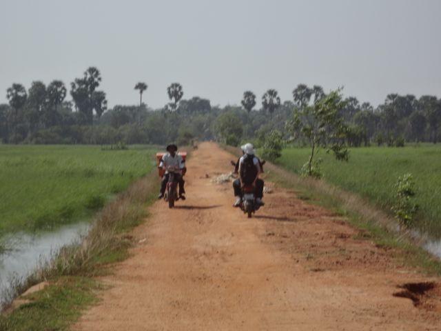 Antonio y Ana viajando por Camboya