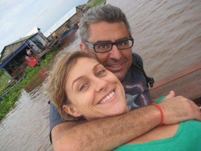 Genar y Mireia en su viaje a Camboya