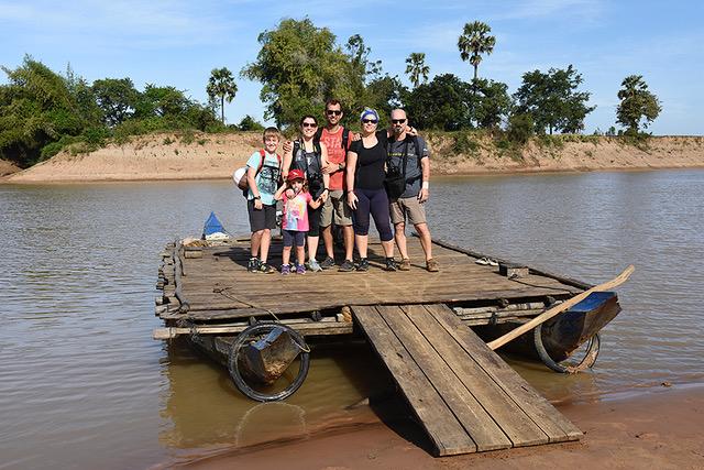 Mito, Cristina, Ádam, Noa, David y Chus en Camboya