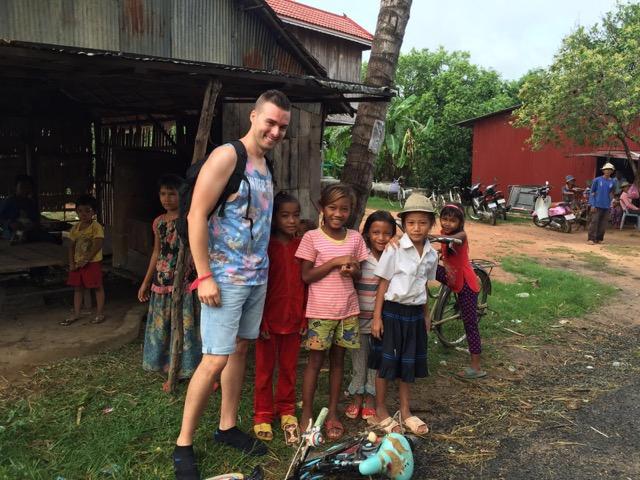 Una imagen con niños en Camboya