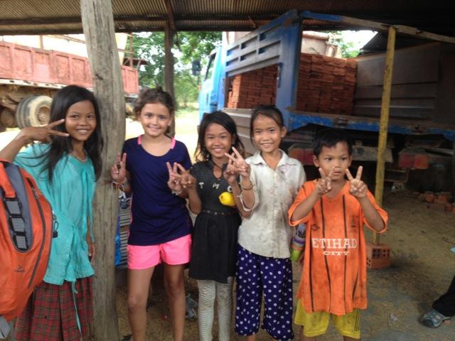 María y Candela en Camboya