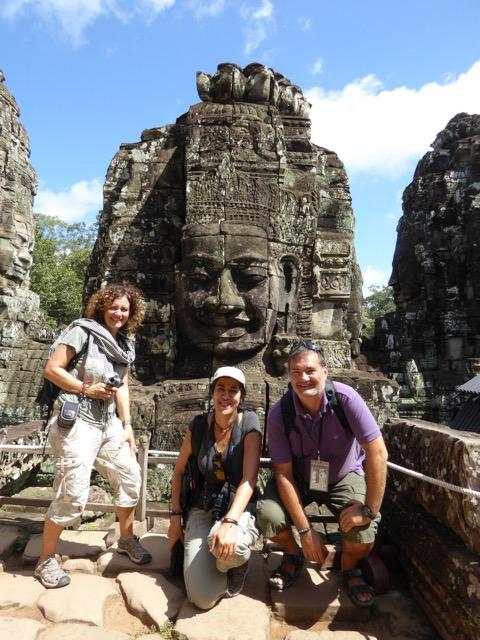 Mariano, Olga y Mª Eugenia en Angkor