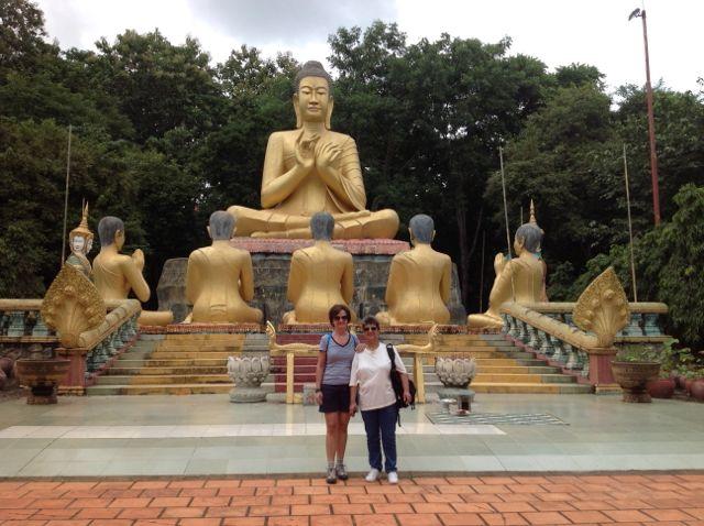 Mercedes y Nati en su viaje a Camboya