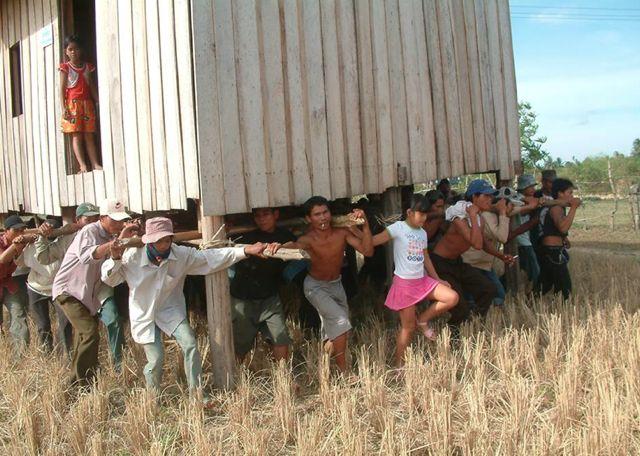 una tradición en Camboya. Mover tu casa