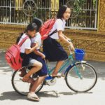 Niñas en bicicleta, El viaje a Camboya de Nuria y su familia