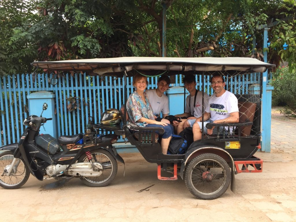 En tuk tuk en el viaje a Camboya