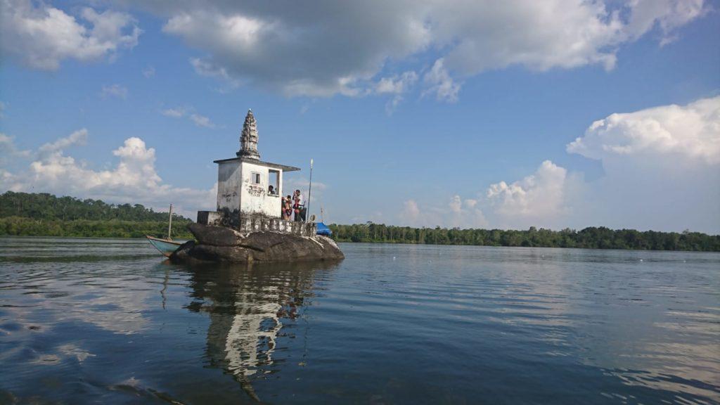 templo en el lago