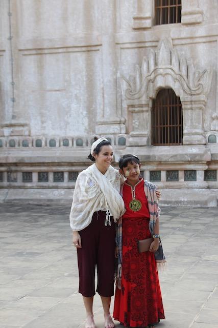 cerca de un templo en Birmania