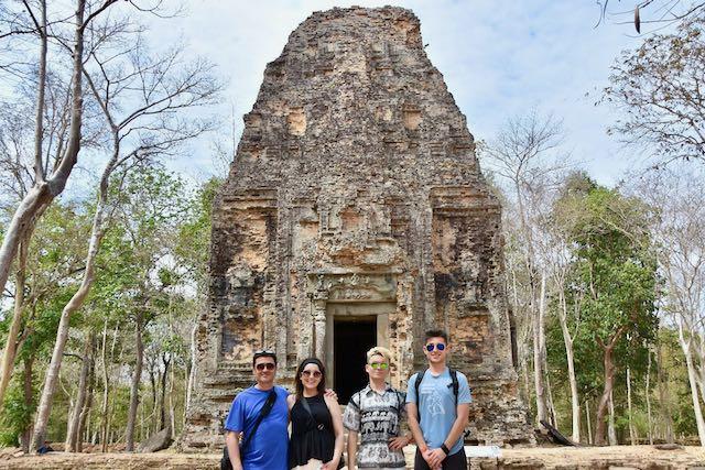 Marc y su familia en Camboya