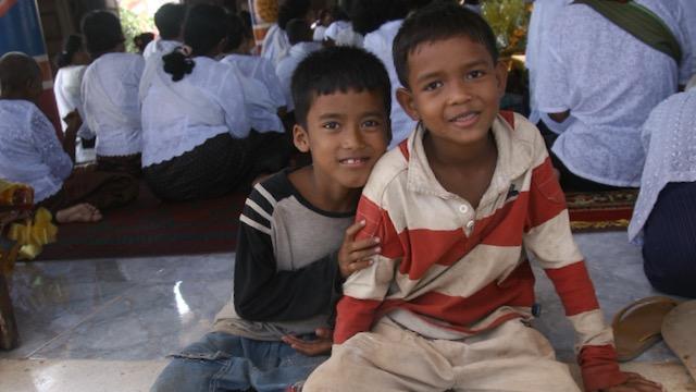 Niños en Viaje a Camboya